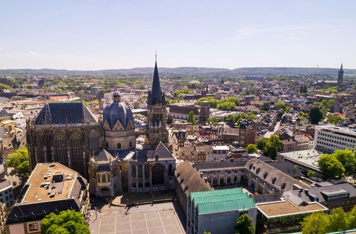 Der Aachener Dom ist Deutschlands erstes Kulturdenkmal im Unesco-Welterbe und Grabstätte von Karl dem Großen. Foto: Tourismus NRW e.V.
