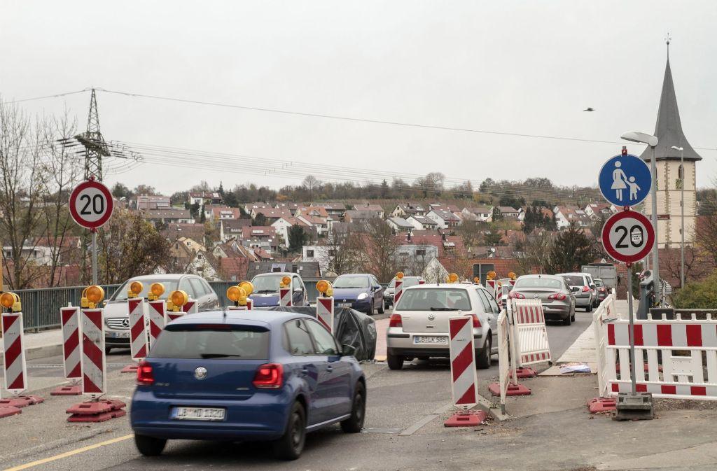 Der Fußgängerweg ist jetzt nicht mehr benutzbar. Foto: factum/Bach