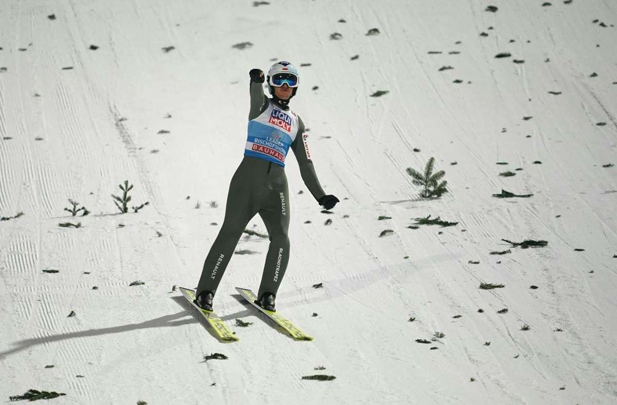 Kamil Stoch ist zum dritten Mal Sieger  der  Vierschanzentournee. Foto: AFP/GEORG HOCHMUTH