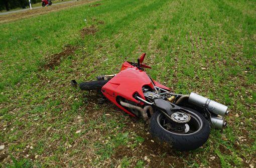Motorradfahrer stirbt noch an Unfallstelle