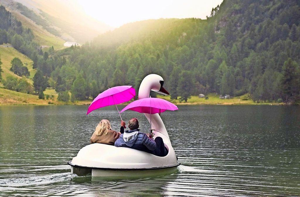 Um sich den Traum von der großen Liebe noch einmal zu erfüllen, verbringen Ü-60-Singles eine gemeinsame Woche in der Schweiz. Foto: Sat1