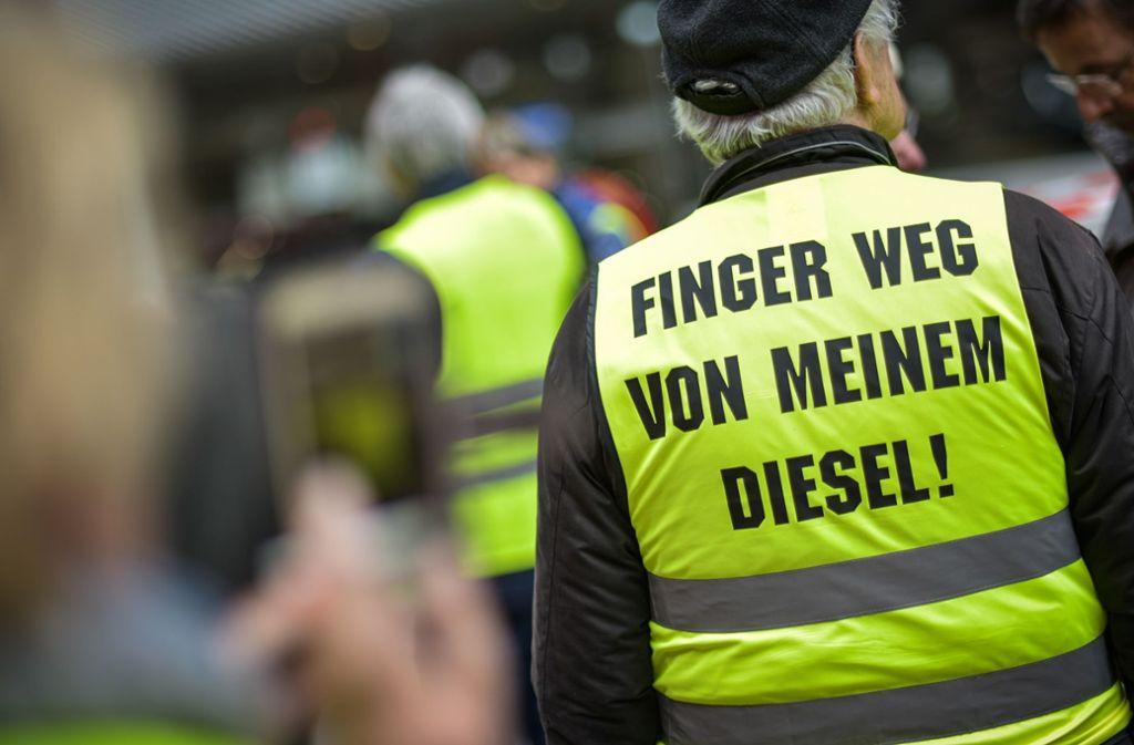 Die Gegner des Fahrverbots  demonstrieren jeden Samstag. Die Gruppe wird allerdings kleiner. Foto: Lichtgut/Max Kovalenko