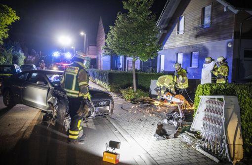 Betrunkener Fahrer rammt Stromverteilerkasten