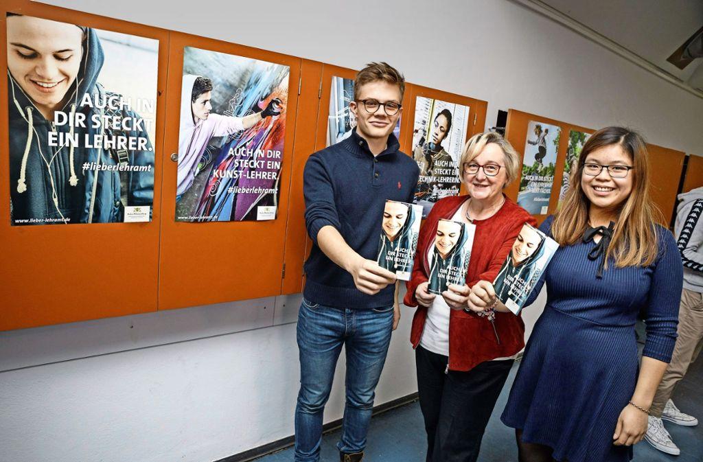 Wissenschaftsministerin Bauer mit Schülern des Königin-Olga-Stifts beim Kampagnenauftakt. Foto: MWK/ Jan Potente
