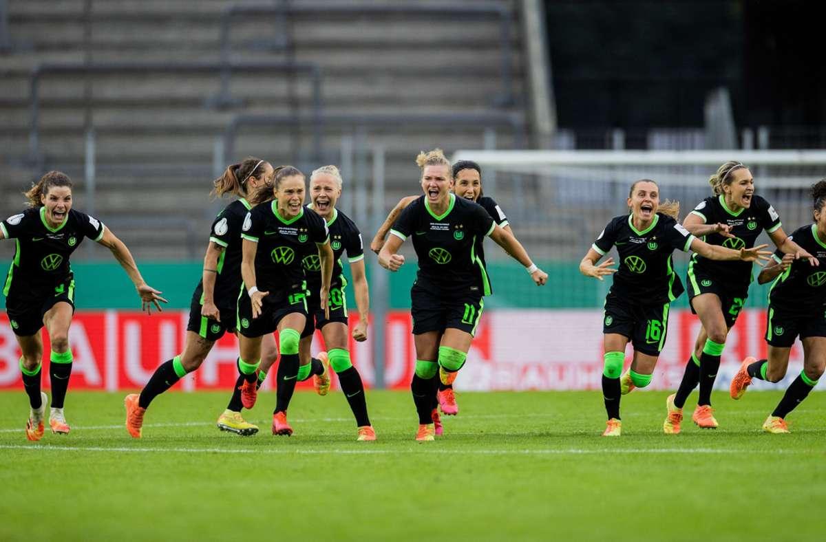 Jubel bei den Spielerinnen des VfL Wolfsburg nach dem Spielende. Foto: dpa/Rolf Vennenbernd