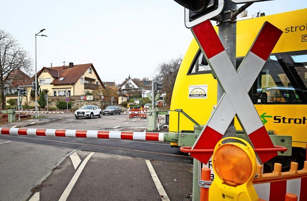Das Provisorium   am Hemminger Bahnübergang ist für Autofahrer kaum zu sehen. Foto: factum/Granville