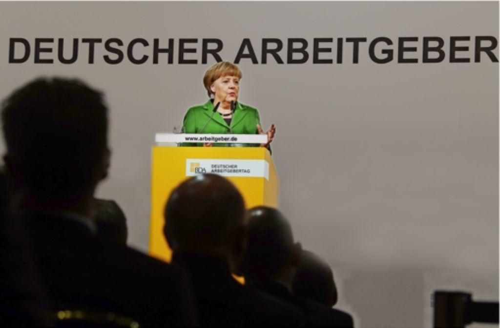 Für Bundeskanzlerin Angela Merkel sind die Jahrestagungen der Spitzenverbände – wie hier des Arbeitgeberverbands BDA  – ein Pflichttermin. Doch die politische Schlagkraft der Verbände hat abgenommen. Foto: BDI