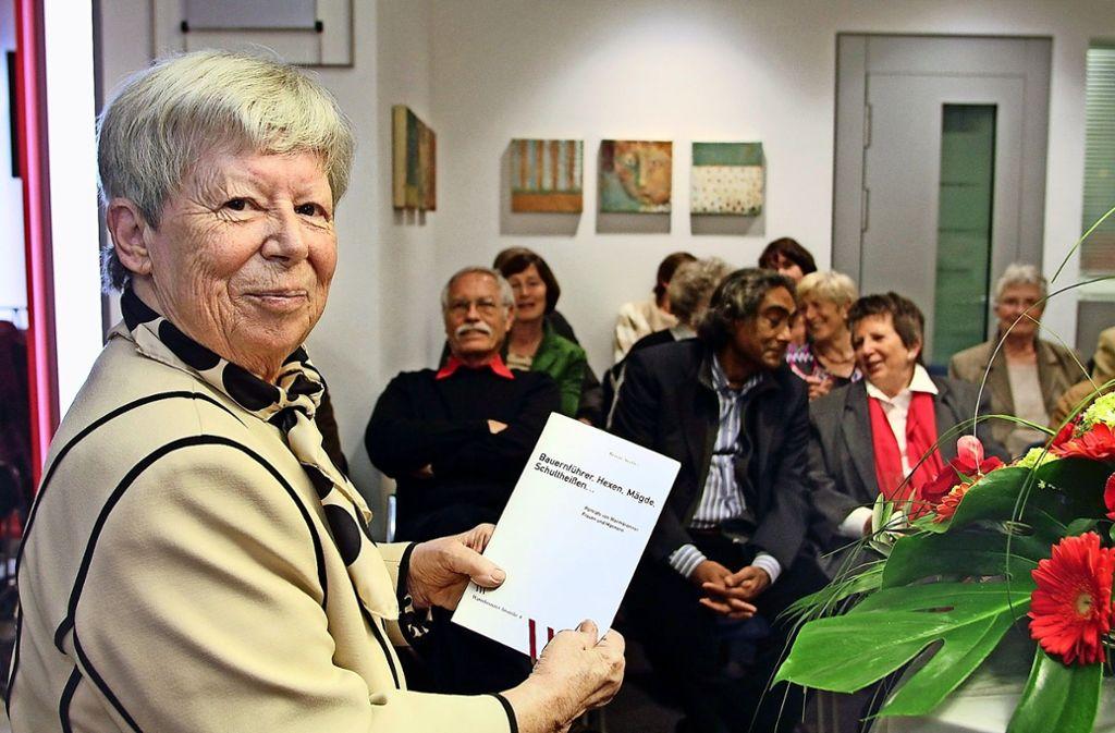 Renate Stäbler befasst  sich viel  mit der lokalen Geschichte  und hat darüber mehrere  Bücher zusammengetragen . Foto: factum/Archiv