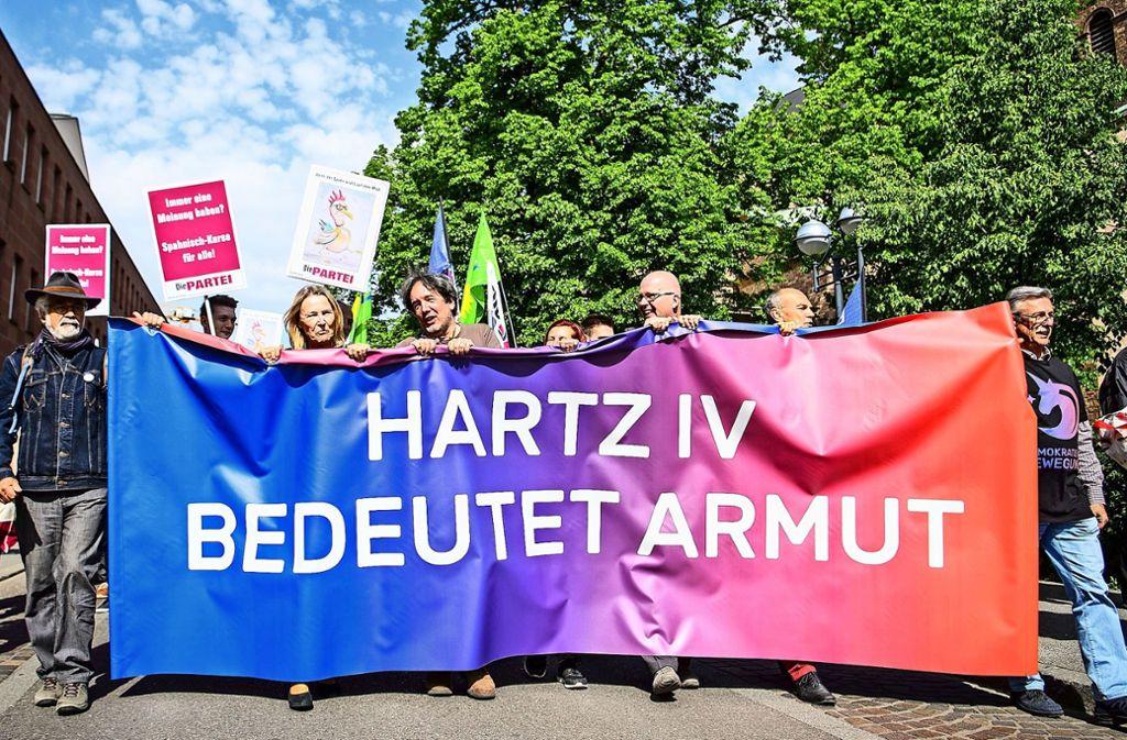 Demonstration von Hartz IV-Kritikern  in Karlsruhe Foto: dpa
