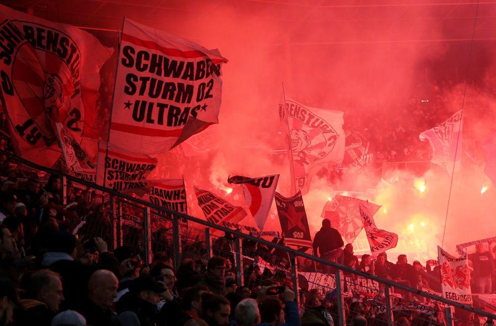 Mehr als 80 Ultras sind von zwei Heimspielen ausgeschlossen. Foto: Pressefoto Baumann (Symbolbild)