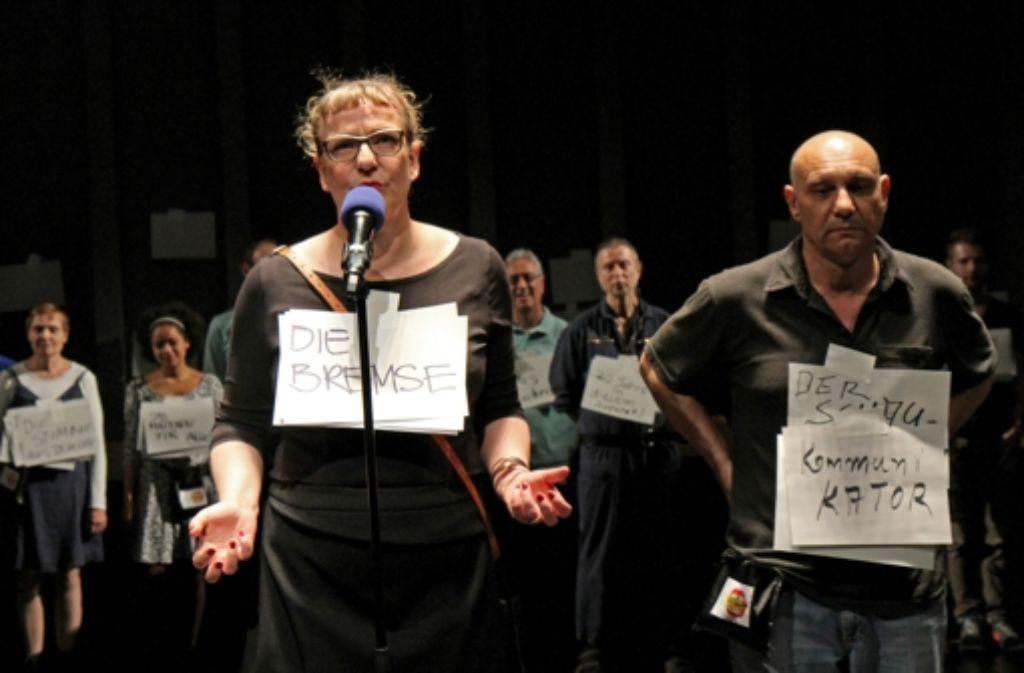 Im Herzen der Theater-Maschine: Lisa Lucassen und Michael  Stiller Foto: Julian Marbach