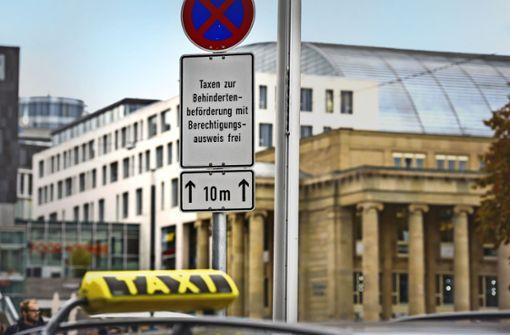 Rollstuhltaxis: Stadt fördert und blockiert