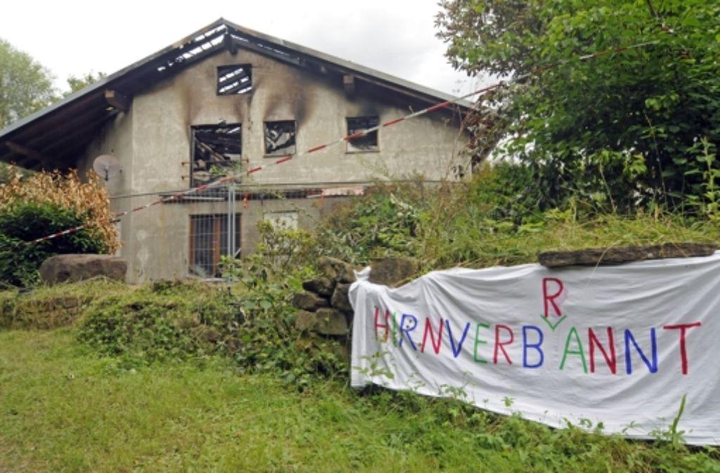 Die Bewohner von Remchingen diskutieren den mutmaßlichen Brandanschlag auf ein geplantes Flüchtlingsheim am Wochenende – und kommentieren die Tat. Foto: Stefan Jehle