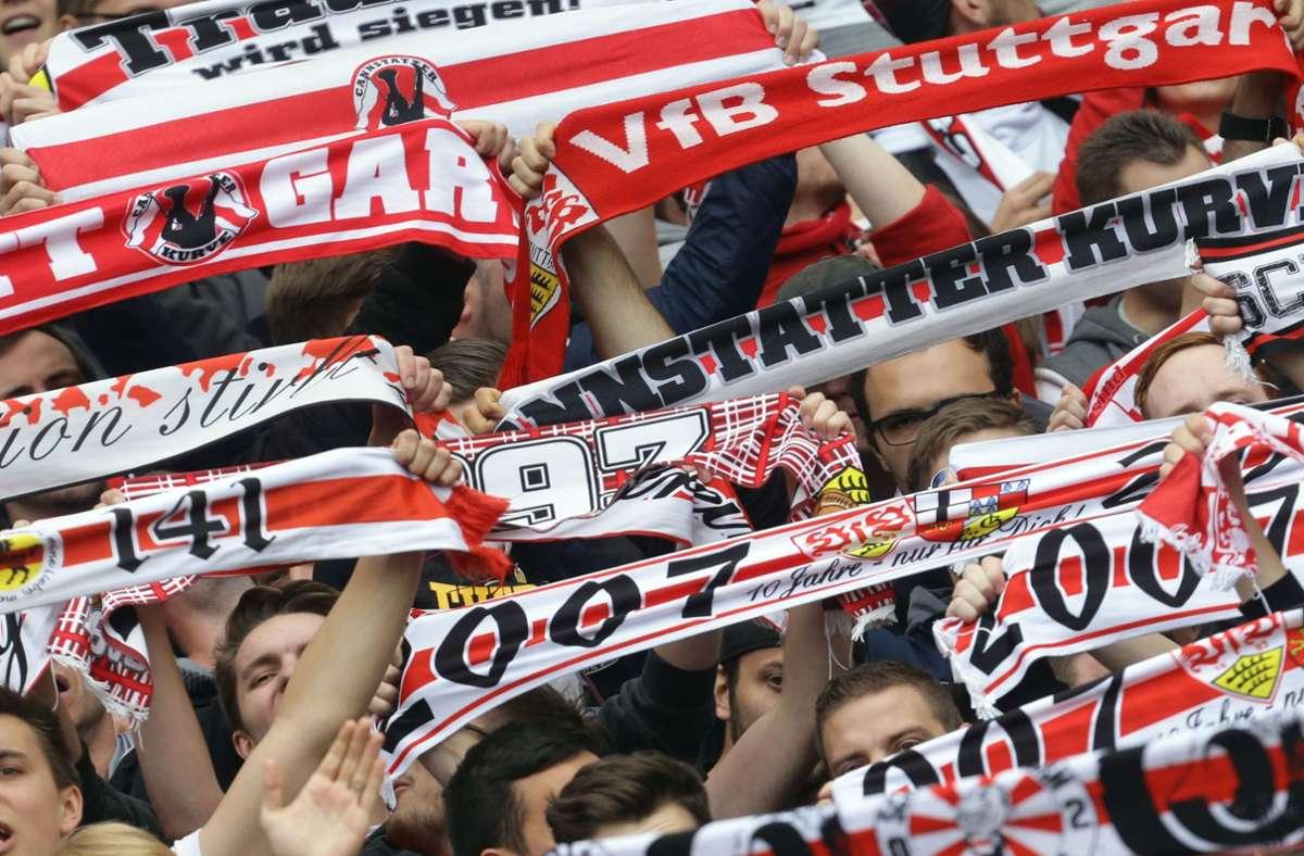 Am Ende durften die Fans des VfB doch noch jubeln – wenn auch nicht im Stadion. Foto: Baumann