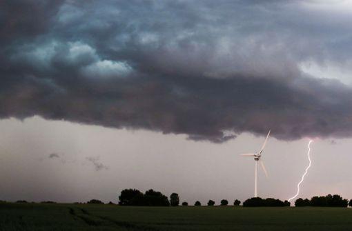Gewitter ziehen über Deutschland –  Flugbetrieb behindert