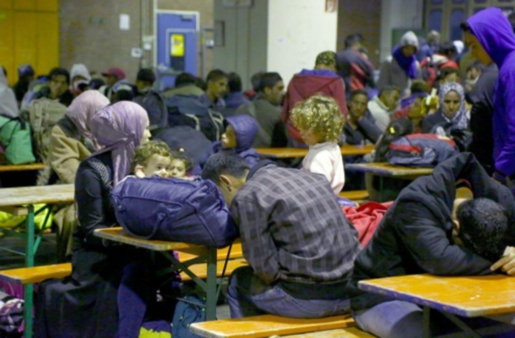 Flüchtlinge in Mannheim, die mit einem Zug aus Salzburg kamen. Foto: dpa