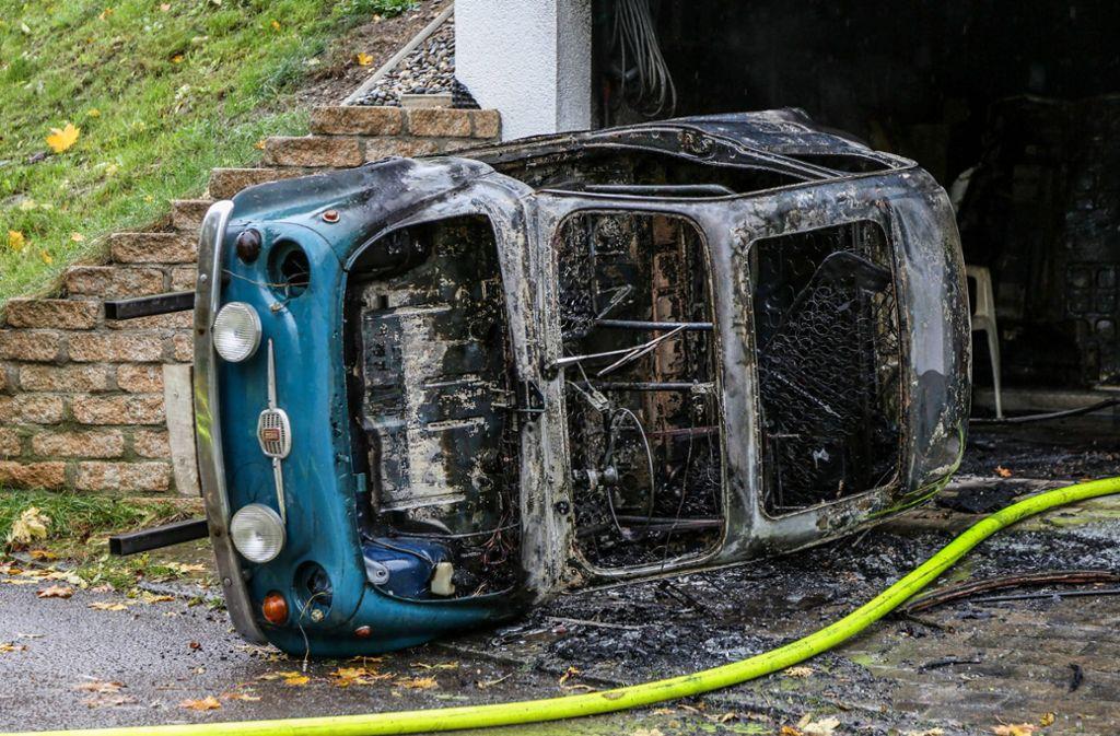 In einer Garage in Bad Ditzenbach geriet ein Oldtimer in Brand. Foto: 7aktuell.de/Christina Zambito