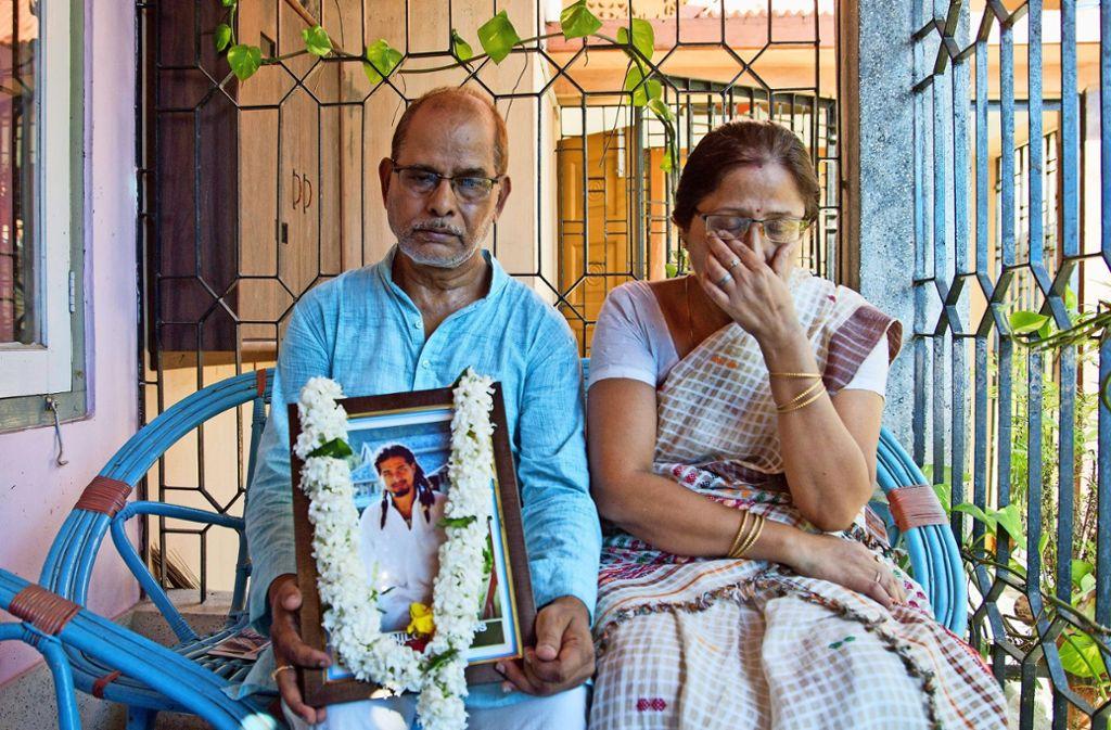 Die Eltern von Nilotpal Das trauern um ihren Sohn, der von einer aufgebrachten Menge totgeschlagen wurde. Foto: AP