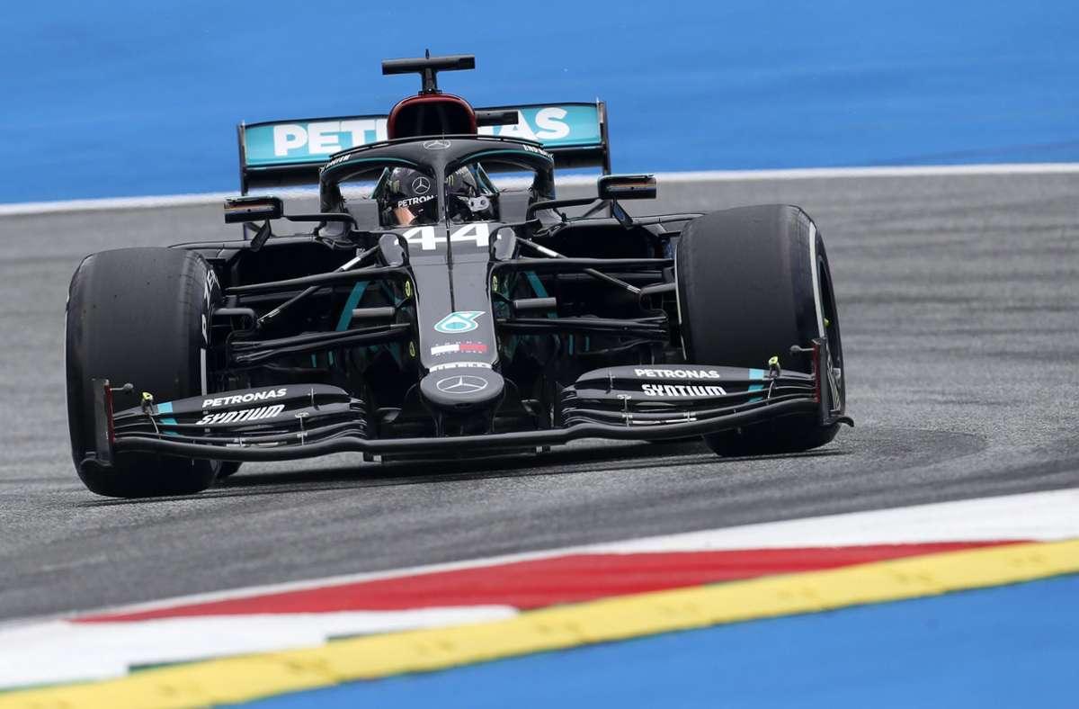 Lewis Hamilton aus Großbritannien vom Team Mercedes bei seinem Training auf der Rennstrecke. Foto: dpa/Darko Bandic