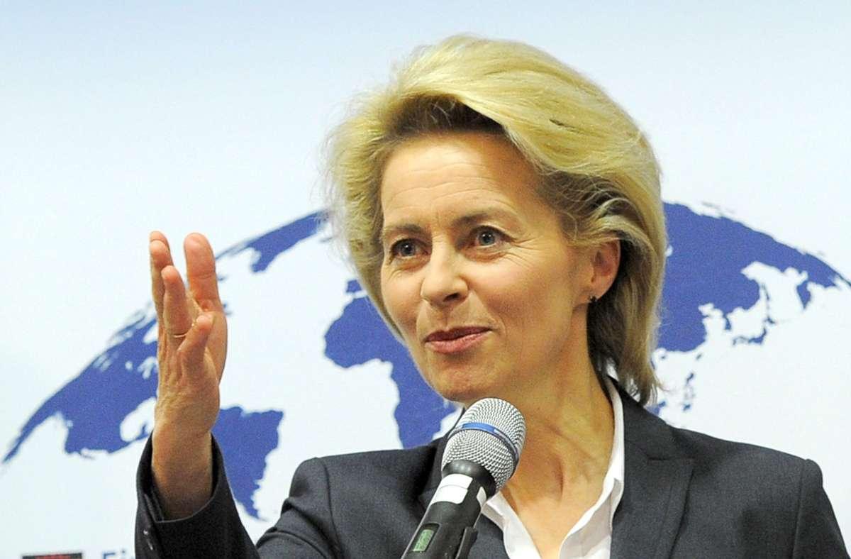 Laut EU-Kommissionschefin Ursula von der Leyen ist der lange Streit um Strafzölle und Subventionen zwischen den transatlantischen Partnern beigelegt. (Archivbild) Foto: dpa/Bernd Settnik