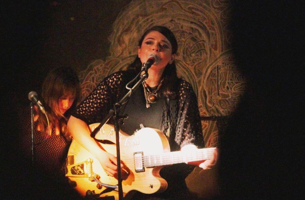 Gemma Ray bei ihrem Konzert im Stuttgarter Café Galao am Mittwoch Foto: Jan Georg Plavec