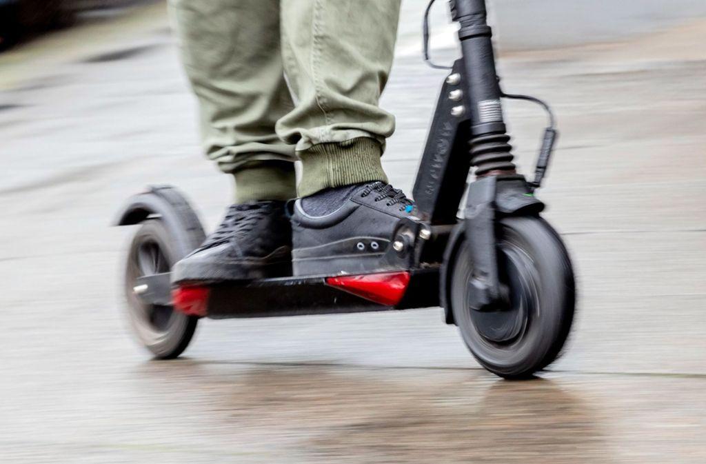 Diesen Winter werden in Deutschland zum ersten Mal  E-Scooter unterwegs sein. Foto: dpa/Christoph Soeder