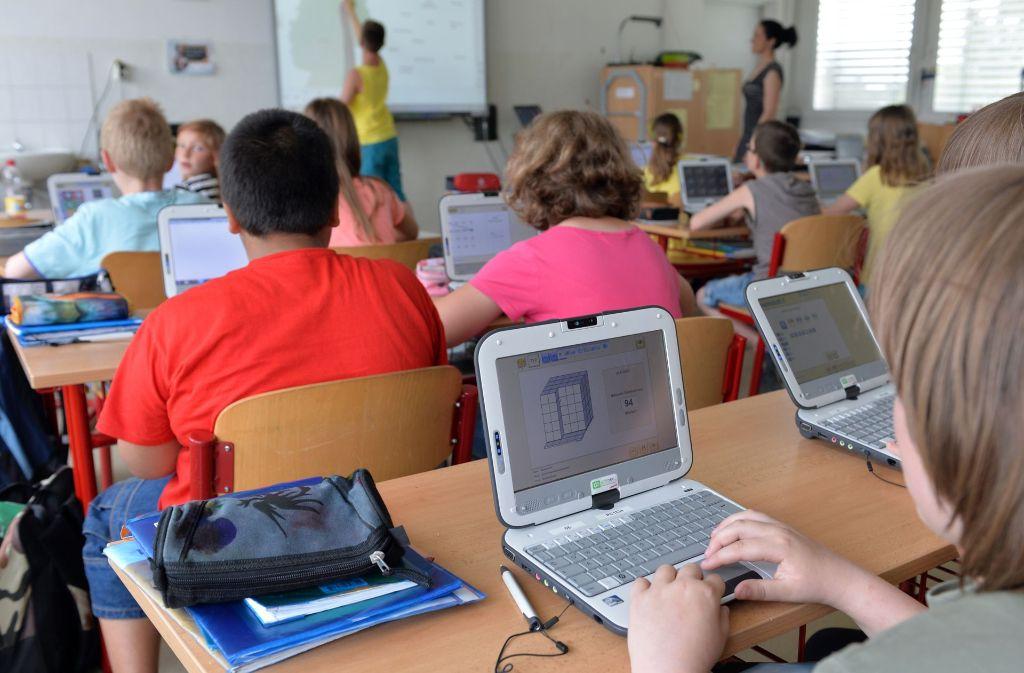 Muss Normalität sein: Die digitale Welt im Klassenzimmer. Foto: dpa