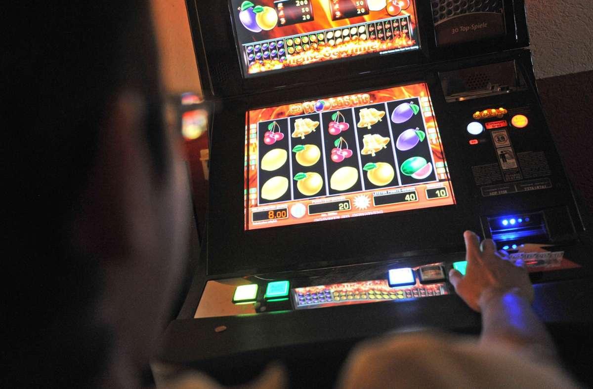 Unbekannte haben ein Spielcasino in Markgröningen ausgeraubt. Die Kriminalpolizei ermittelt. Foto: dpa/Marc Tirl