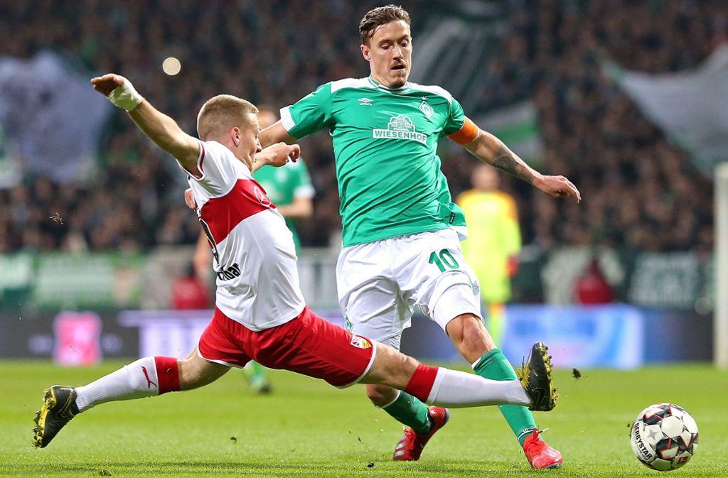 Ein typischer Ascacibar: Der Mittelfeldspieler des VfB Stuttgart bei einer Grätsche gegen Bremens Max Kruse. Foto: Baumann