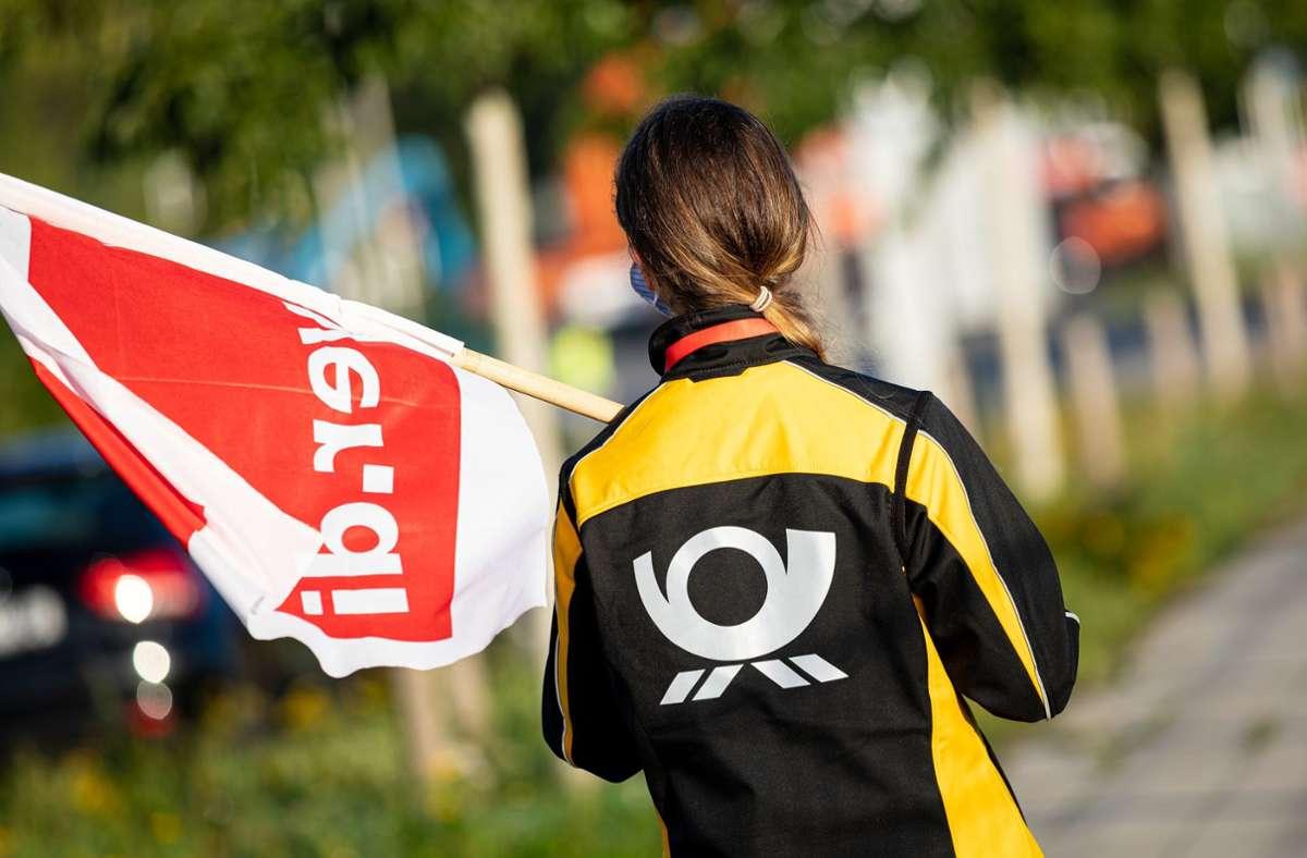 Angestellte der Deutschen Post streiken am Freitag und Samstag in Baden-Württemberg. Foto: dpa/Moritz Frankenberg
