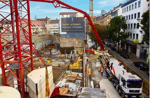Trotz neu dazu kommender Handelsflächen – im Bild die Baustelle des Einkaufszentrums Gerber – bleiben die Mieten für den Einzelhandel in Stuttgart stabil. In Randgebieten der Region aber auch in Außenstadtbezirken Stuttgarts sieht das anders aus. Foto: Steinert