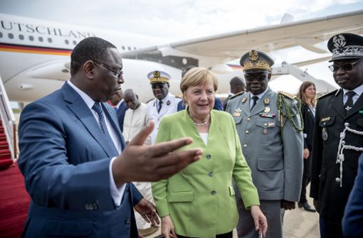 Kanzlerin im Senegal mit deutschen Schlagern empfangen