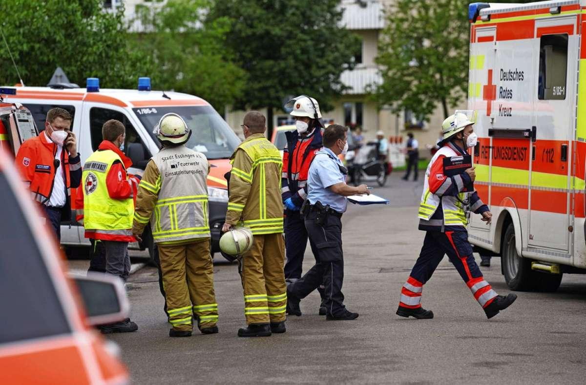 Zahlreiche Einsatzkräfte sind am Mittwochvormittag  vor Ort  an der Reichenbacher  Realschule. Foto: SDMG/ Kohls