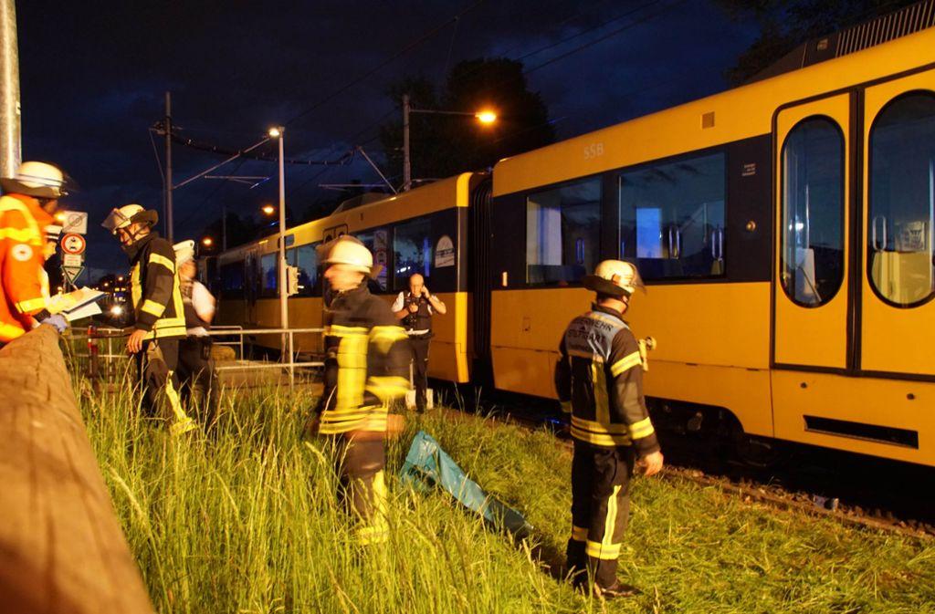 Bei einem Unfall in Stuttgart-Möhringen wurde eine Person schwer verletzt. Foto: Andreas Rosar Fotoagentur-Stuttgart