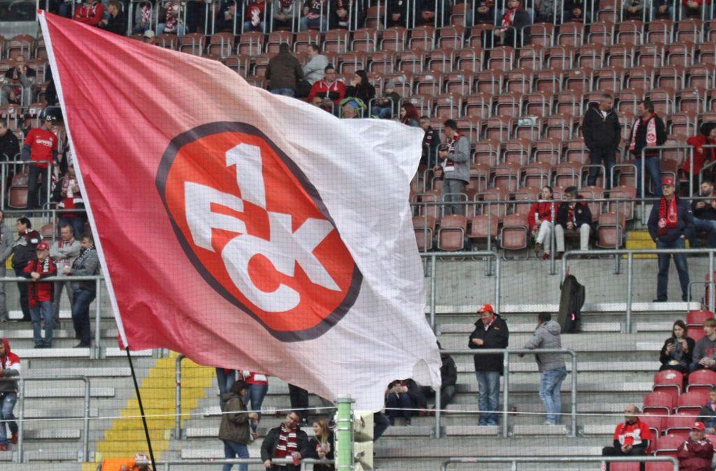 26 Anhänger des 1. FC Kaiserslautern sind wegen einer Attacke auf gegnerische Fan-Busse verurteilt worden. (Symbolbild) Foto: imago images/Jan Huebner/Kleer via www.imago-images.de