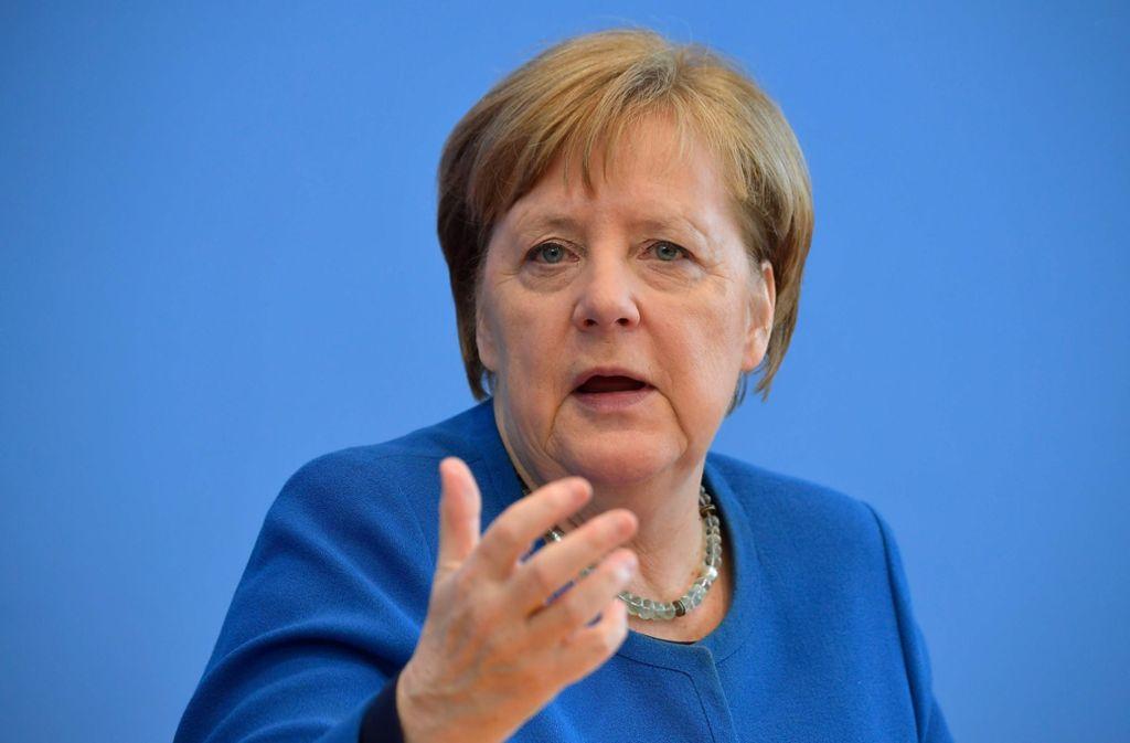 Kanzlerin Merkel mahnt, soziale Kontakte wo es geht zu vermeiden. Foto: AFP/TOBIAS SCHWARZ