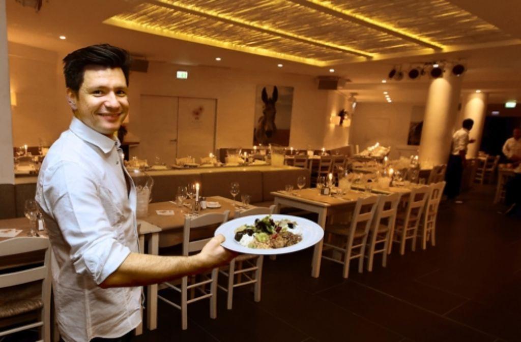 In der Taverna Cavos werden griechische Klassiker serviert. Foto: Christian Hass