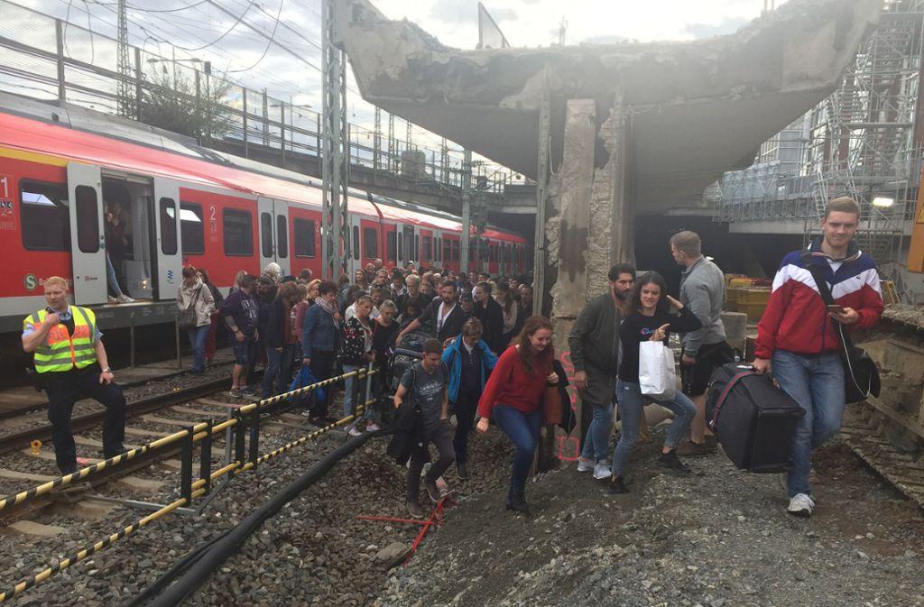 Eine defekte S-Bahn hat für massive Störungen gesorgt. Foto: dpa/Bernward Loheide