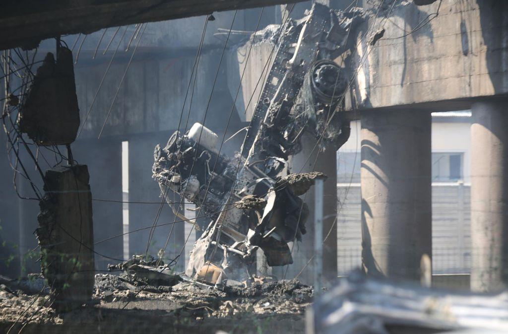 Der Unfallort in Bologna gleicht einem Trümmerfeld. Foto: ANSA via AP