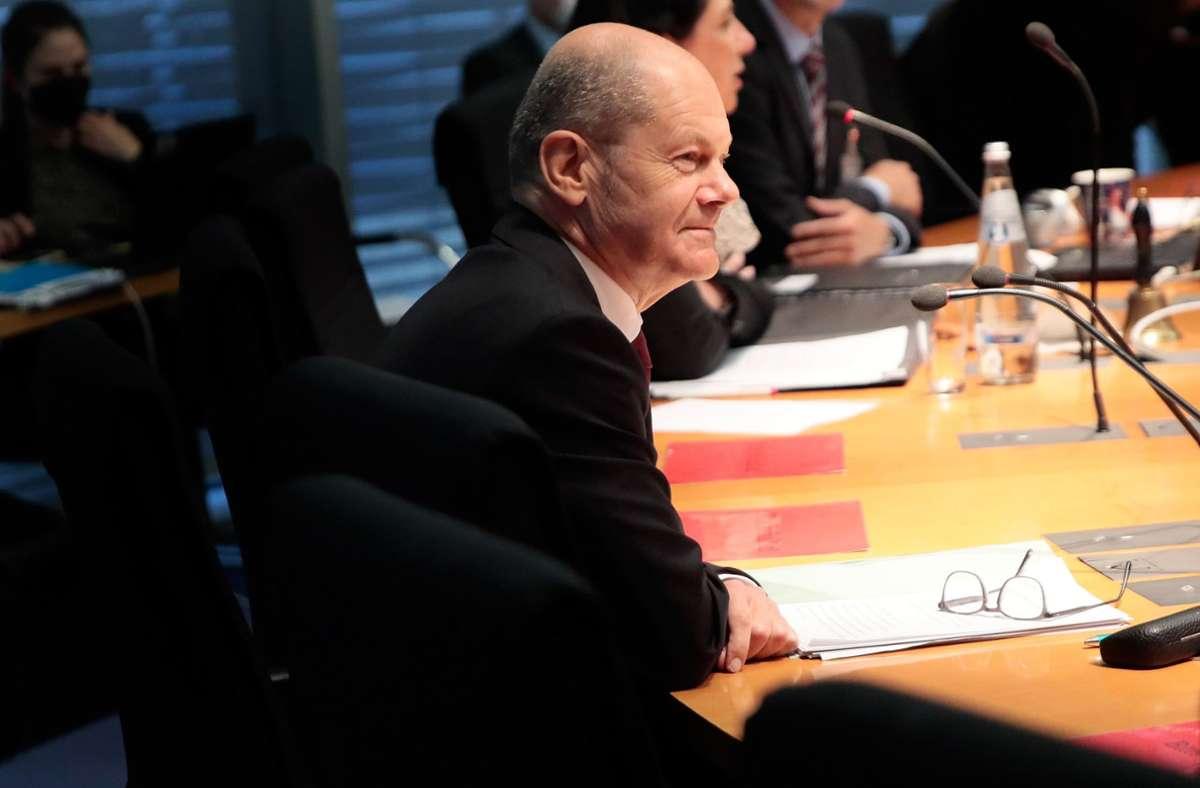 Finanzminister Olaf Scholz (SPD) in der Sitzung des Finanzausschusses am Montag. Foto: dpa/Carsten Koall