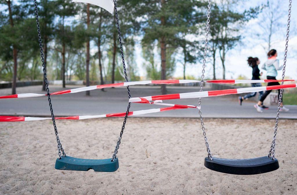 Spielplätze sind in Deutschland weiterhin abgesperrt. Foto: dpa/Kay Nietfeld