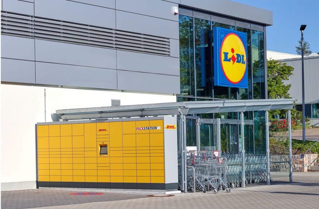 Auch in Berlin und Hamburg gibt es die ersten DHL-Packstationen bei Lidl. Weitere sollen bundesweit folgen. Foto: obs/Lidl