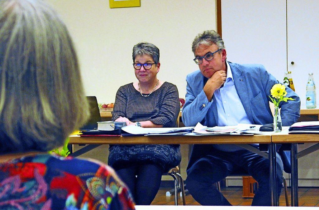 Dekanin Elke Dangelmaier-Vinçon und Pfarrer Dieter Kümmel haben sich klar für geänderte Gottesdienstordnung ausgesprochen. Foto: Susanne Müller-Baji