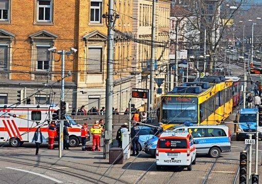Vor wenigen Tagen kollidierten am Wilhelmatheater eine Stadtbahn und ein Mercedes. Foto: Andreas Rosar