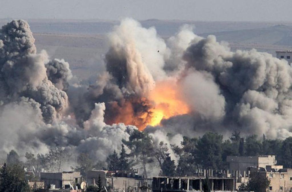 Luftschlag der US-geführten Allianz gegen die IS-Terroristen in Kobane. Foto: dpa