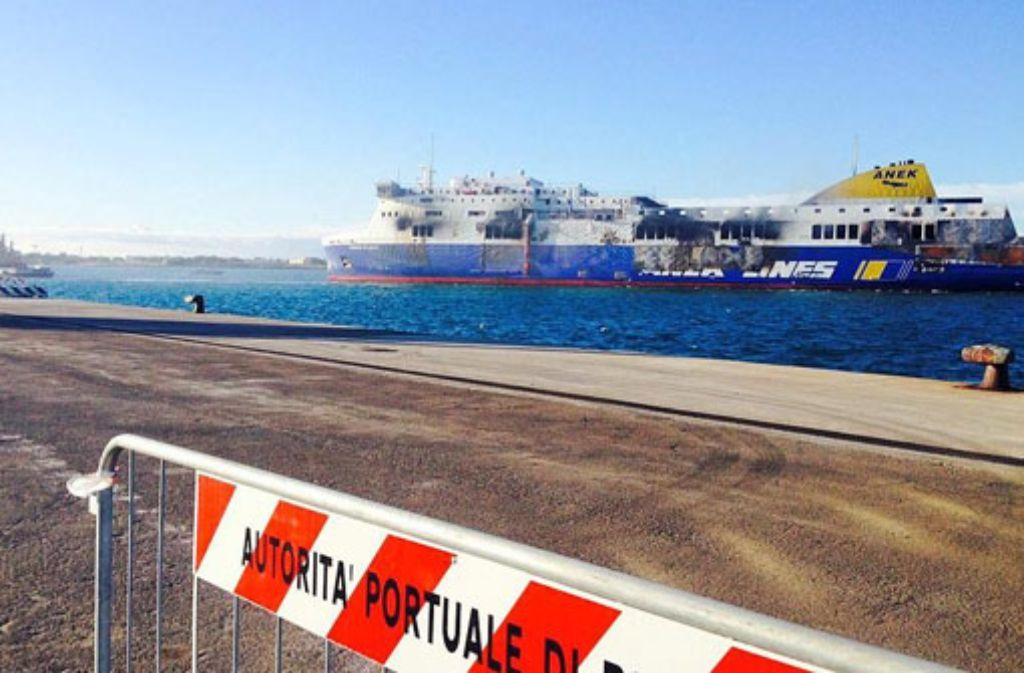 Die verunglückte Fähre Norman Atlantic hat den Hafen von Brindisi erreicht. Foto: dpa