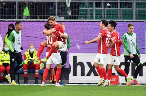 Freiburg setzt sich oben fest: Sieg gegen Krisen-Wolfsburger