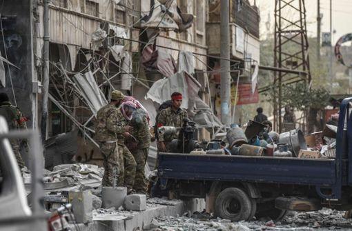 Protürkische Kämpfer plündern Wohnhäuser und Geschäfte