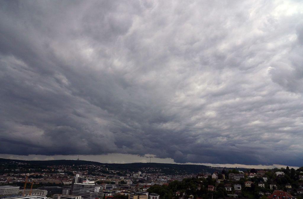 Über Stuttgart braut sich was zusammen. Foto: Andreas Rosar Fotoagentur-Stuttg/Andreas Rosar Fotoagentur-Stuttg