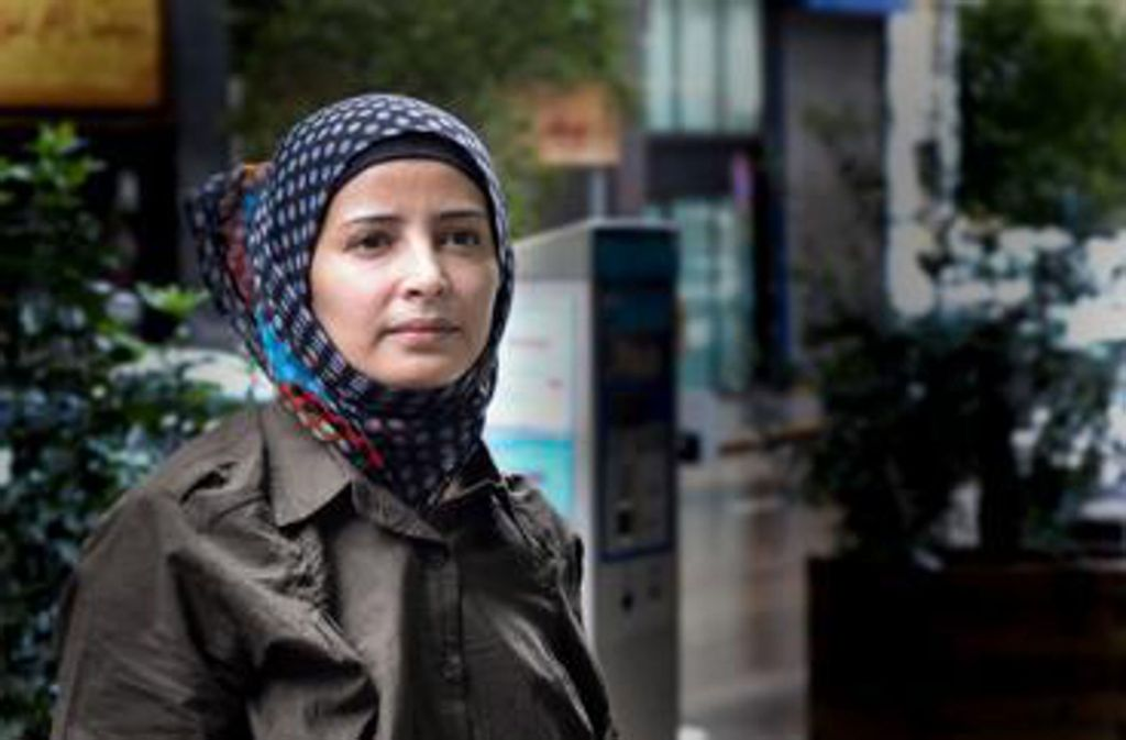 Bushra Al-Makari schreibt über den Bürgerkrieg im Jemen, sie hat sich mit 400 Überlebenden getroffen und will den Opfern eine Stimme geben. Foto: Ullstein Buchverlag/Lina Malers